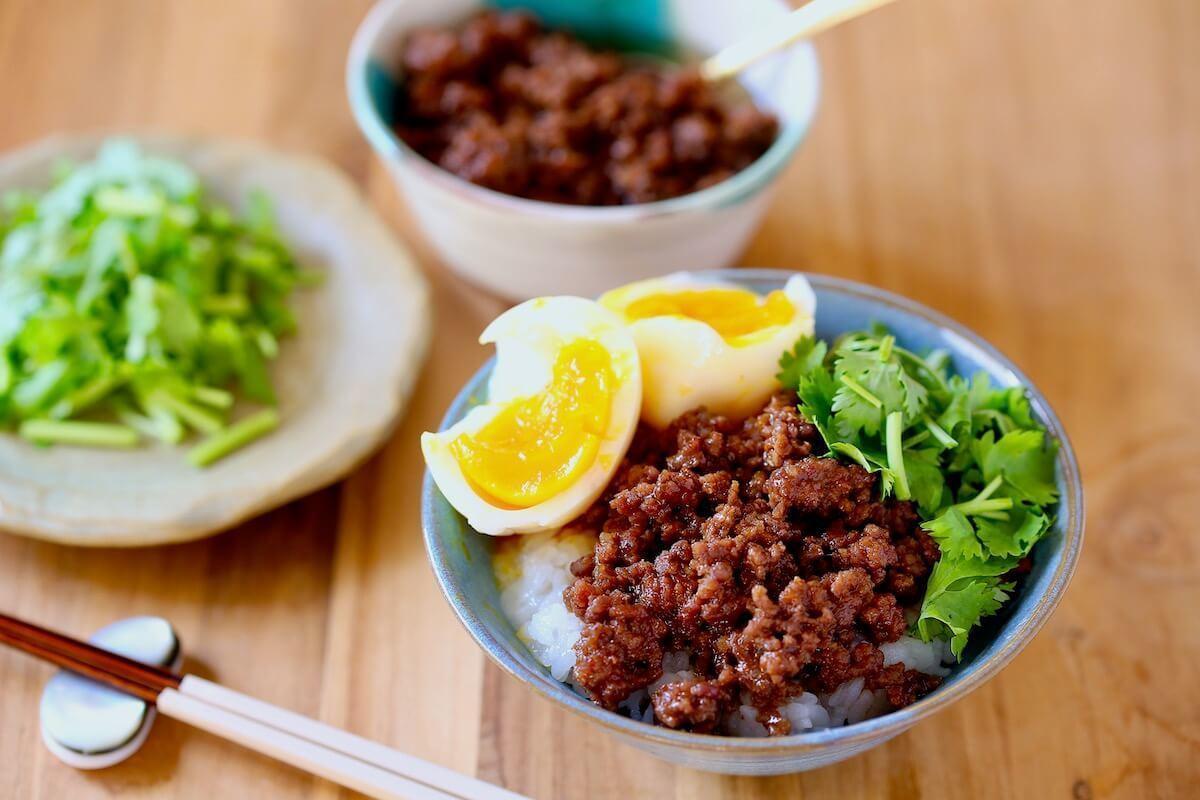 レンジで5分! ひき肉で作る台湾B級グルメ「魯肉飯(ルーローハン)」