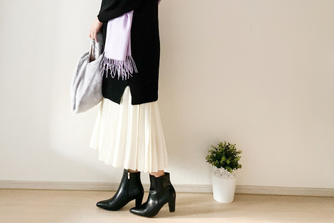 UNIQLO「プリーツスカート」が優秀! ロングニットと合わせて細見え