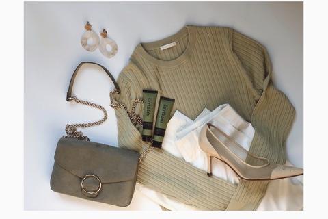 GUリブクルーネックセーター1490円で、垢抜け大人上品コーデ!