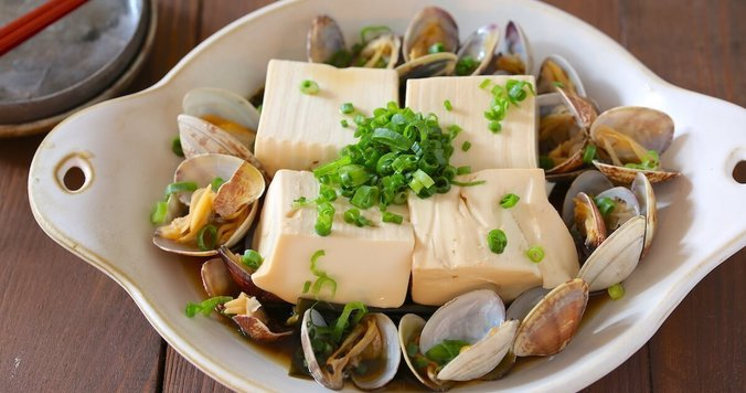 【簡単】レンジで7分! 「豆腐とあさりの酒蒸し」で正月太りを解消