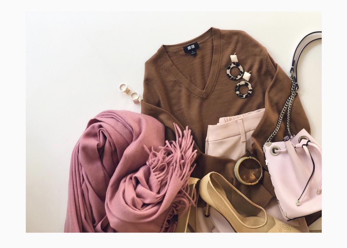 UNIQLOメリノウールセーターがU1000円! メンズアイテムをフェミニンに着こなすコツ