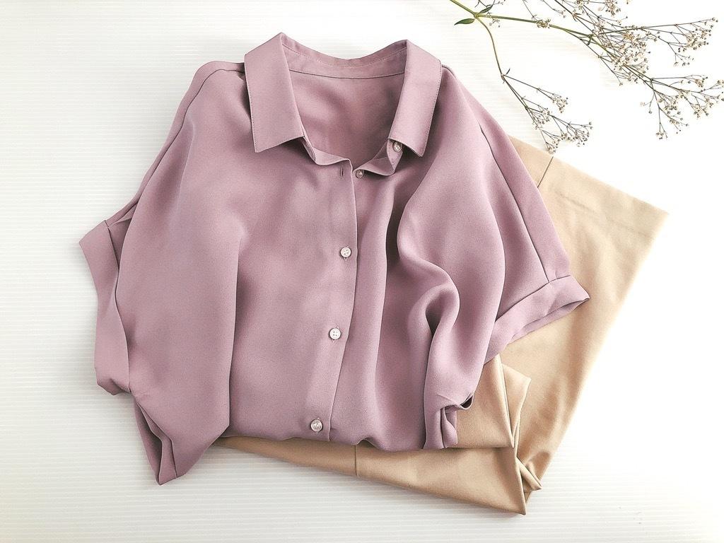 肩幅問題を解消! GU990円シャツでデコルテ周りをキレイ見せ。