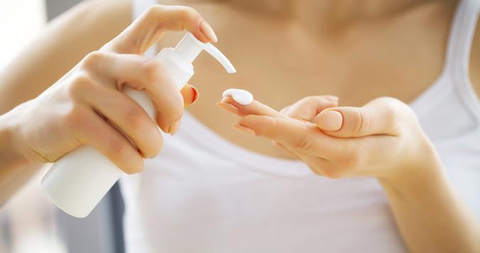 【体験談】30代40代に聞いた、乾燥肌のスキンケア方法 「化粧水はケチらず肌に水分を」