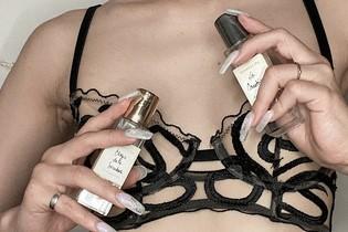 香水やネイルと合わせて楽しむ。自分を表現するためのランジェリーの纏い方