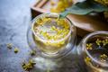 秋のはじまりを知らせる甘さと華やかさ。金木犀の香りのおすすめアイテム3選