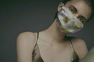 秋冬シーズンに身に着けたい! シルク素材のとびきりオシャレなマスク3選