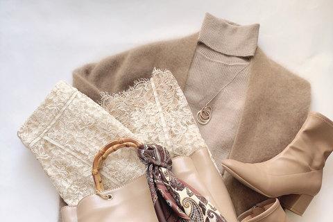 【UNIQLO 40代】リブタートルネックセーターを華やかに着こなす3つのコツ
