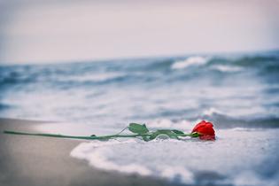 「別れても好きな人」への後悔。大切なのは「元恋人への未練がある」と受け入れること