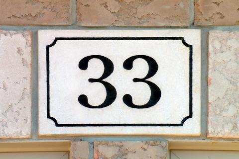 【数秘術】誕生数33の恋愛タイプ診断! 相性や幸せを掴む秘訣をご紹介