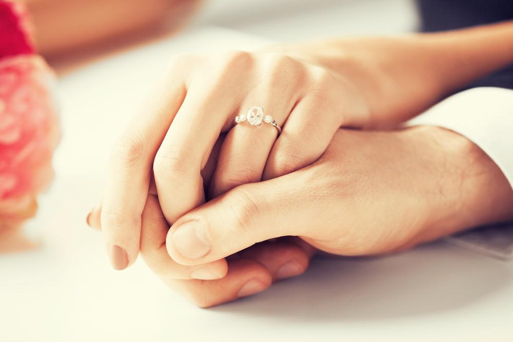 婚約トラブル回避に。2万円で作れる「婚約契約証書」って?