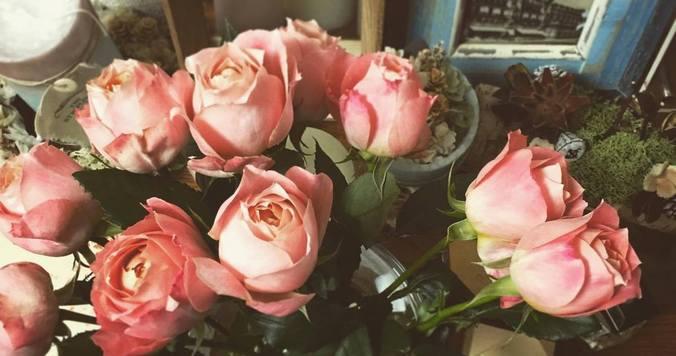 平凡な日に花束を受け取る幸せ 【DRESS WEB編集長コラム 今月のDRESSな男女 #4】