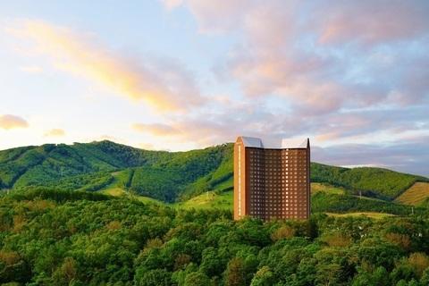 夏の北海道でウェルネスに過ごす【オトナの美旅スタイル#6】