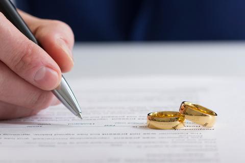 離婚で後悔しないために……子ども、財産、慰謝料のことを知っておこう