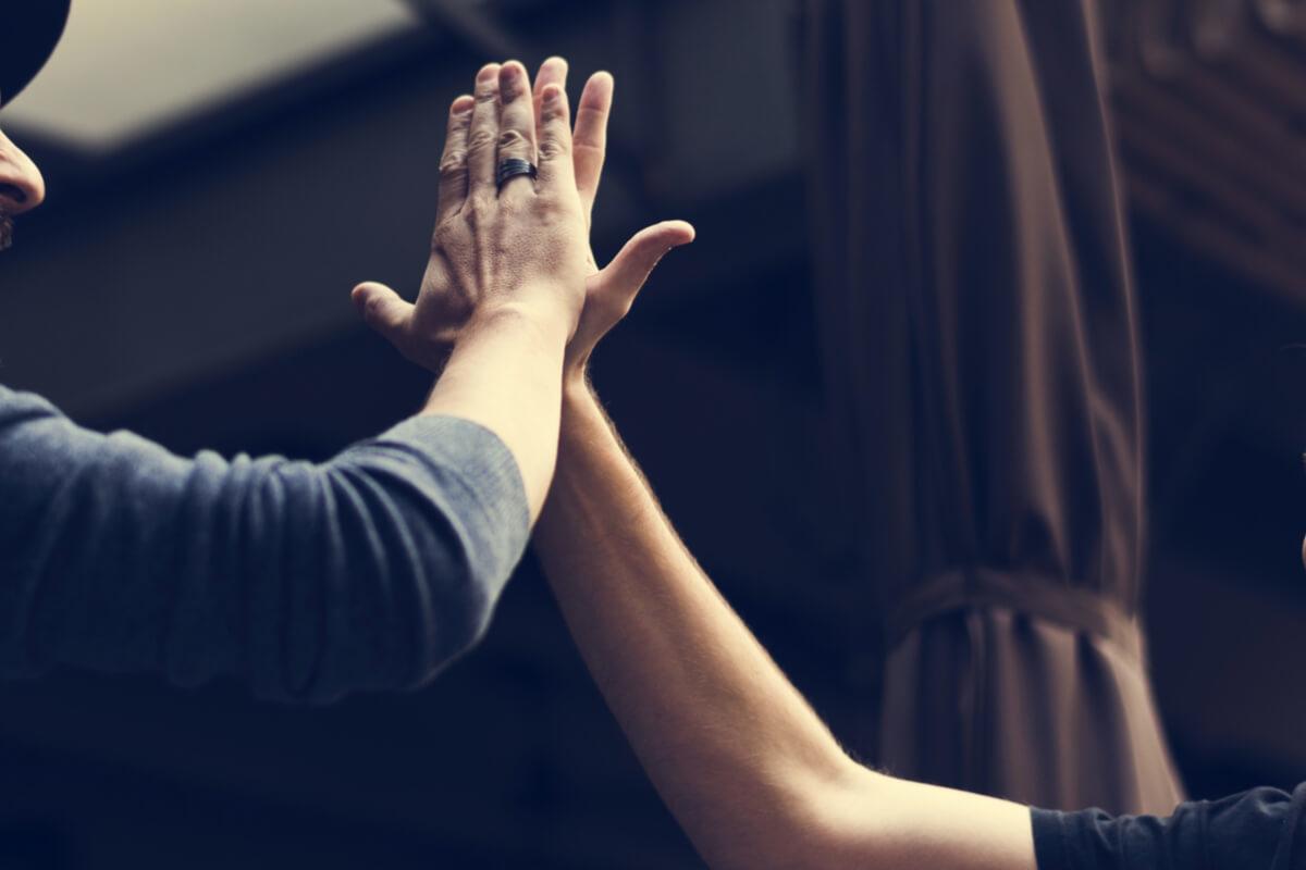 「薬指が長い男性」に気をつけて! 男性ホルモンと指の長さの関係