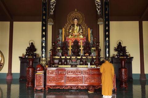 ベトナムのマーケットと、大乗仏教の寺院を巡る