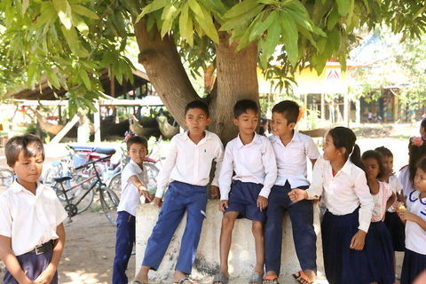 カンボジアの子どもたちに出会い、東南アジアの素朴さに触れる