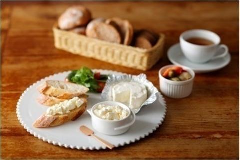 パン朝食を美味しく、はなやかに。「ブルサン プレーン」が新発売