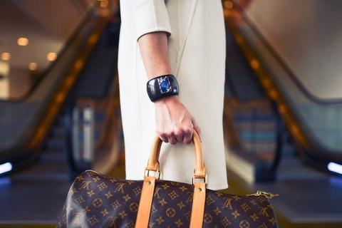 パリジェンヌは今の自分に必要なバッグを選んでいる