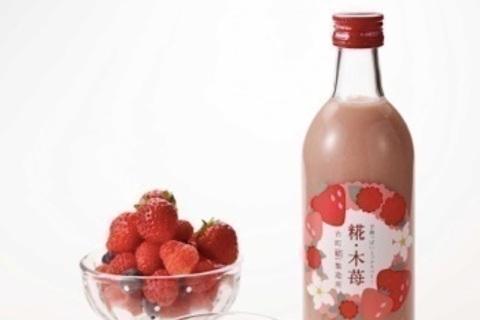 いちごとラズベリーを使った春らしさあふれる甘酒