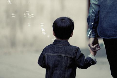『母になる』第1話 あらすじ – 誘拐された我が子と9年後の再会……