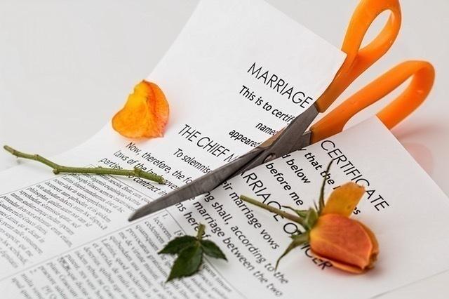 「離婚後の姓」どうするか問題。弁護士に聞いてみた