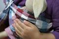 おすすめ育児グッズ「スリング」のメリット! 短い抱っこ期間を楽しもう