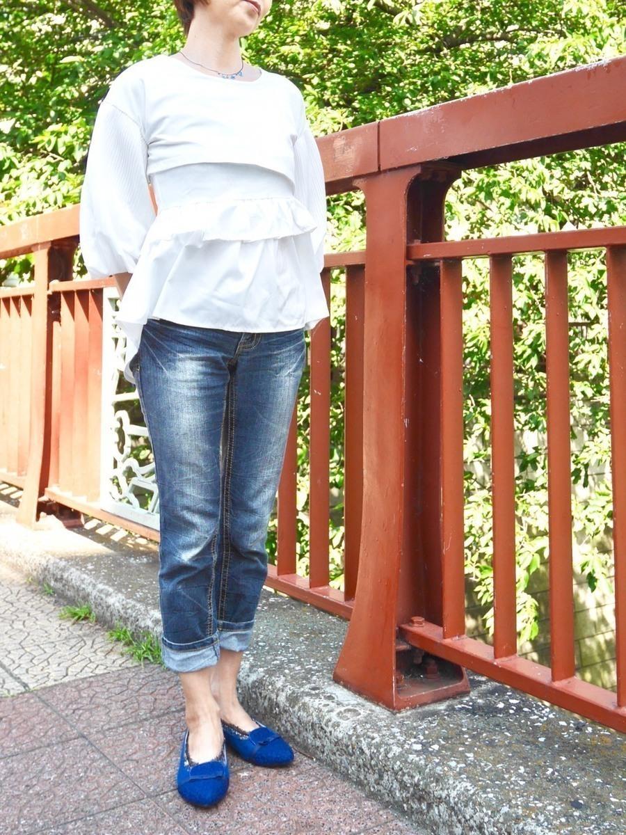 """【おしゃれびとスナップ #2】""""女っぽデニム""""はふわっ×タイトで品良く仕上げる"""