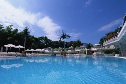 都会で南国気分を満喫。ホテルニューオータニの「ガーデンプール」