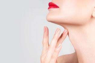 首を長く細くする首筋トレーニング。美首ケアで小顔とスタイルアップを叶える