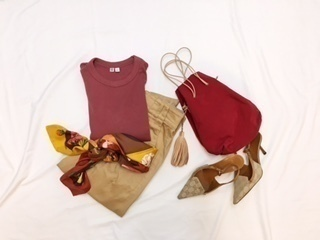 1枚でこなれ感。Uniqlo UのクルーネックTシャツで秋色を意識