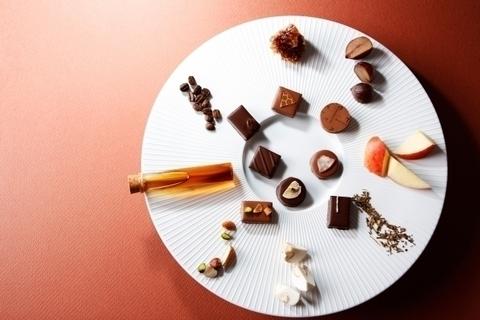 ショコラティエ パレドオールから「キャラメル ペアリング」ほか秋の新作スイーツ登場