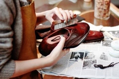 プロに教わる靴磨きワークショップを開催。プレゼント付き