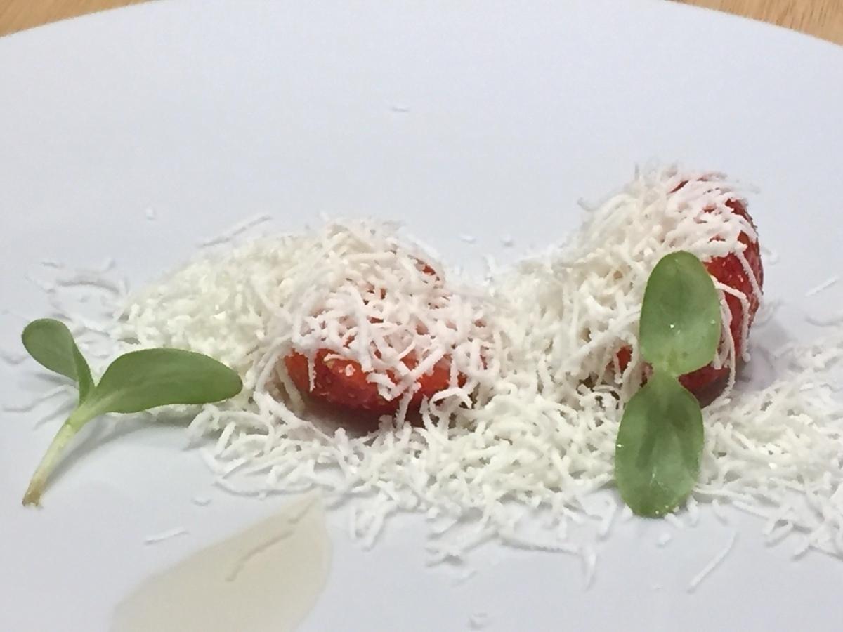 クリスマスは「ギリシャ風 苺のサラダ」で彩りを【パリから届いた料理#2】