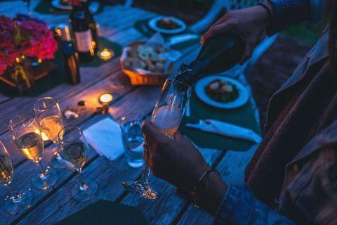【恋愛心理テスト】飲み会で気になる男性の興味を惹くポジショニングテクニック