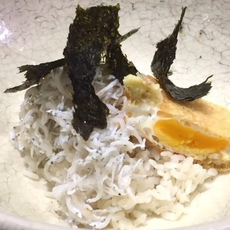 ご飯の美味しさが引き立つ! 巾着卵とシラス丼【パリから届いた料理#1】