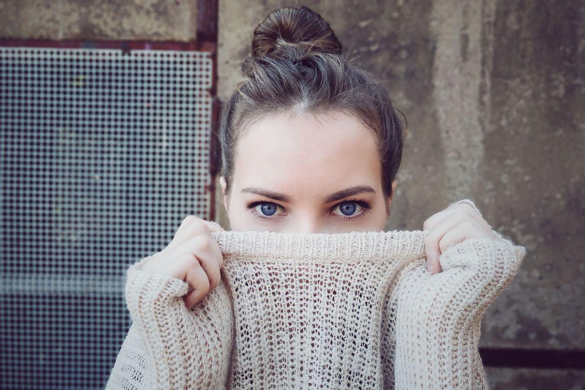 『暖かいのにおしゃれになれる』から学ぶ防寒とおしゃれを両立するコツ【積読を崩す夜 #12】