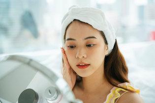化粧水は今の3倍入れ込む。美容皮膚科で教わった、大人の乾燥肌ケア【猫川舐子】