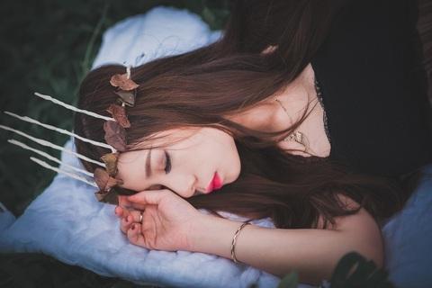 『スタンフォード式 最高の睡眠』に学ぶ質の高い睡眠のとりかた【積読を崩す夜 #14】