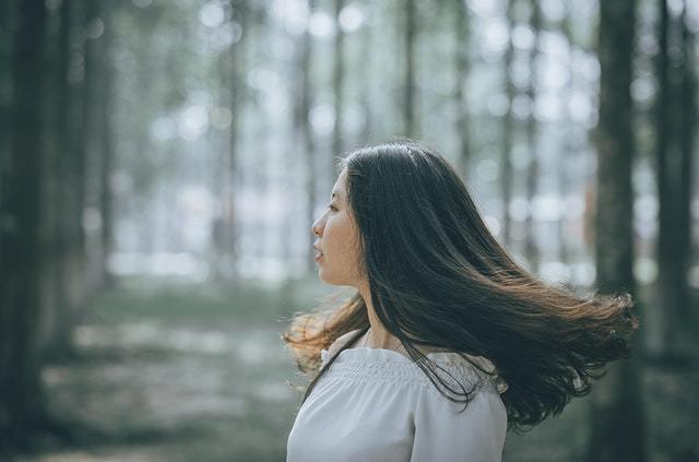 髪が変わると顔まで変わる? 髪は女の運命を左右する【積読を崩す夜 #16】
