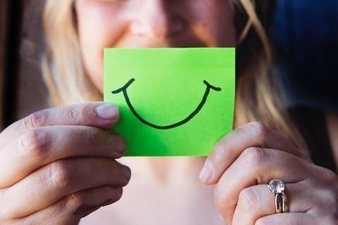 幸せを引き寄せる笑顔をつくる、朝昼晩の簡単すぎる心がけとは