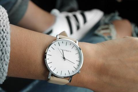 【恋愛心理テスト】選んだ腕時計のベルトの色でわかる恋の肉食度