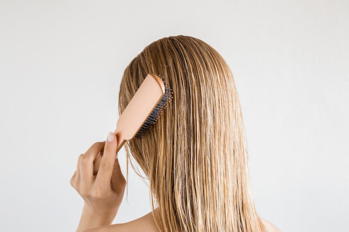 アラフォー女性におすすめのヘアブラシの選び方&使い方