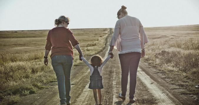 """幸せになるための選択――レズビアンカップルが""""子育て""""という権利を得るために"""
