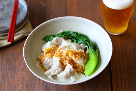 蒸し暑いこの時期に、ちゅるんっと食べたい! ピリ辛四川風ワンタンはビールが無限に進む
