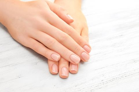 ささくれケアにワセリンを。皮膚科医に聞いたシンプルな指先ケア法