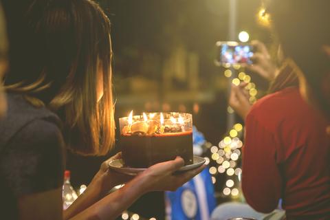 竹内結子、バカリズムの誕生日をみんなでお祝い