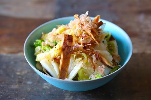 ご飯が進みすぎる……切って漬けるだけの「白菜とスルメのにんにく醤油漬け」が激ウマです