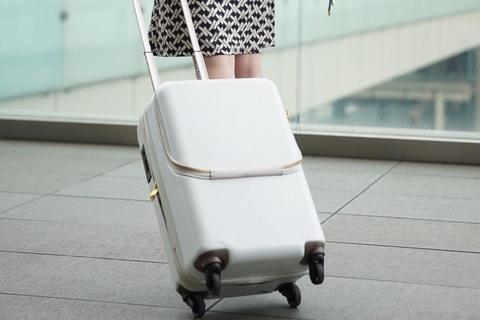 【DRESSキャンペーン】おしゃれな白キャリーケースを1名様にプレゼント