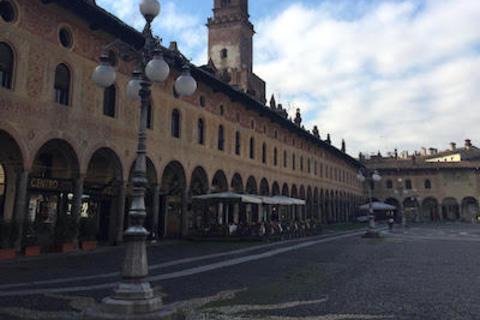 世界一美しい広場を持つ街 〜ミラノ通信#35