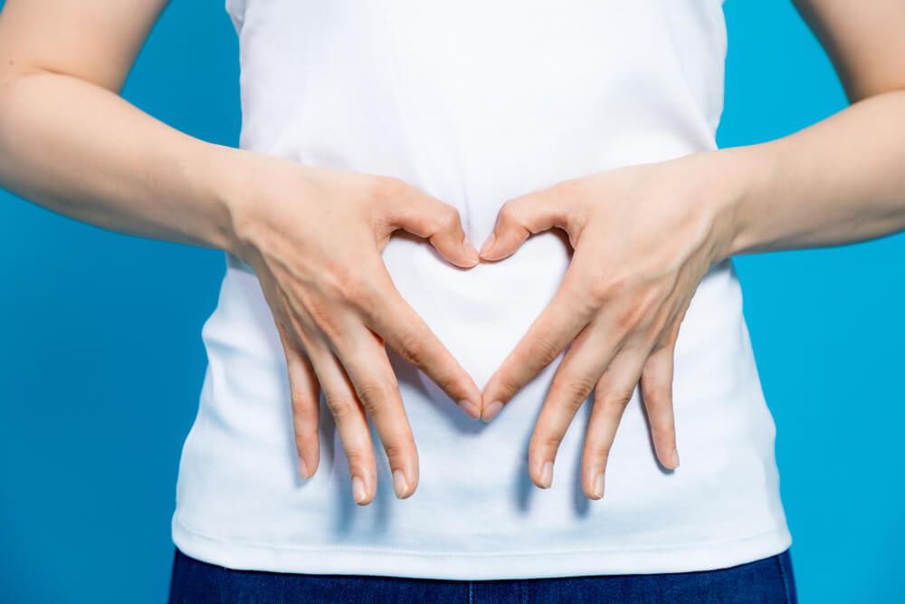 手を使うだけ。骨盤内の不調をセルフチェックする簡単な方法